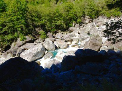 Wilder Fluss im unteren Verzasca-Tal
