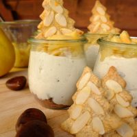 Advents-Trifle: Maroni-Creme mit Quitten-Kompott und Mandel-Spekulatius