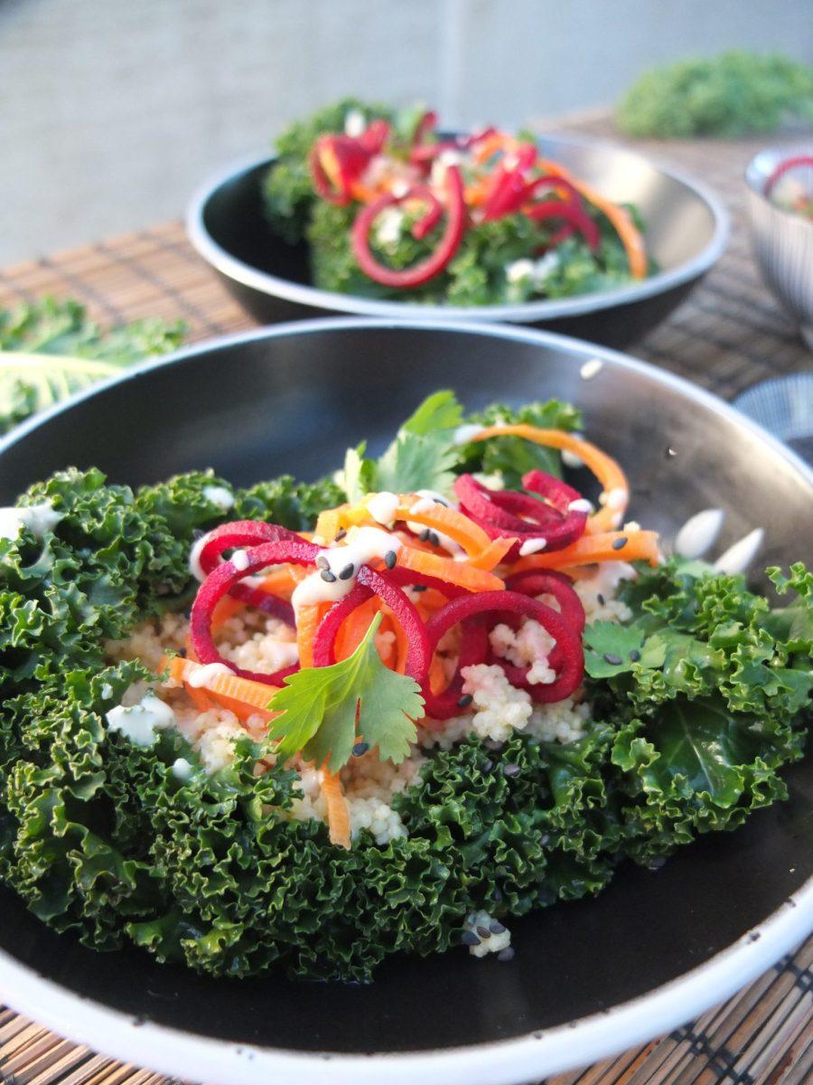 Grünkohl-Wraps mit Gemüsehirse und Cashew-Tahina-Dip (glutenfrei & vegan)