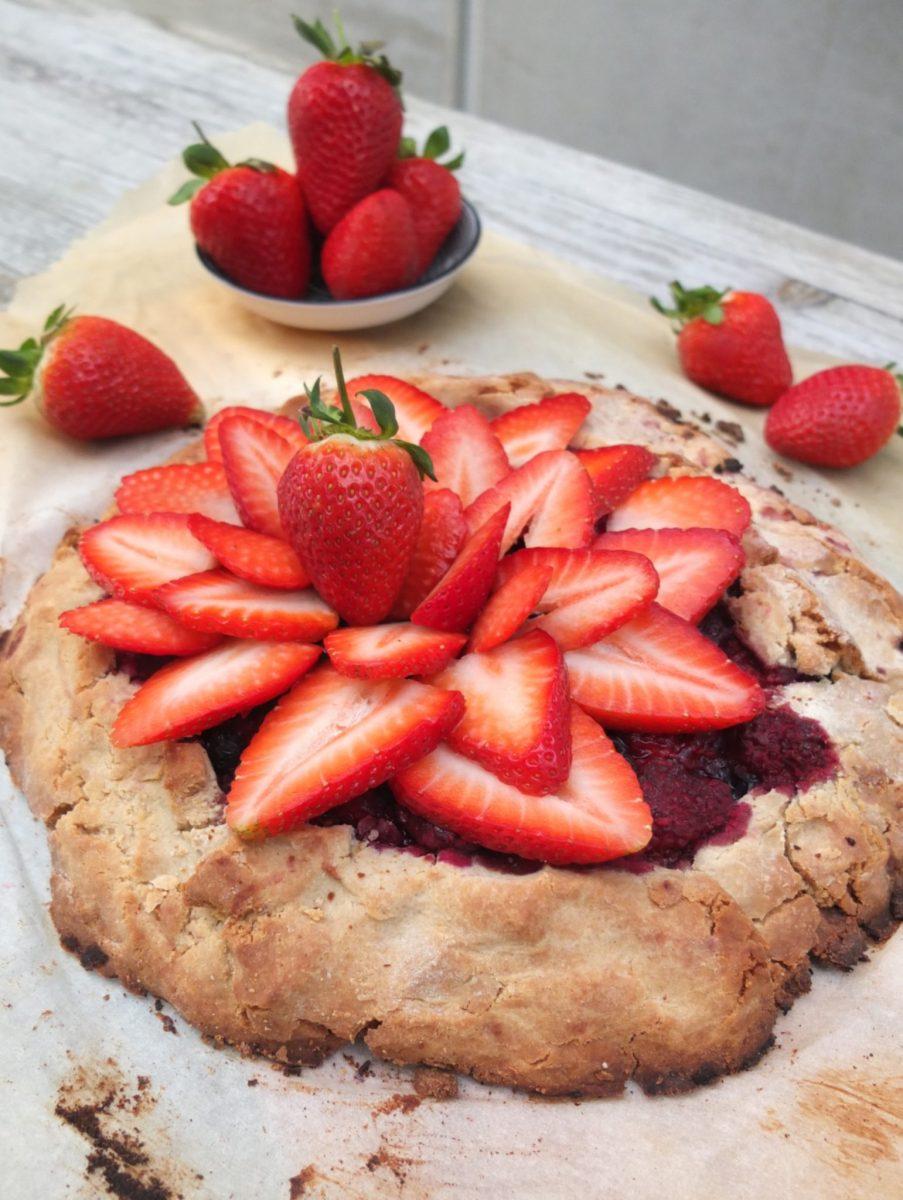 Erdbeer-Galette - Variationen mit Rhabarber und Beeren (glutenfrei & clean)