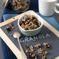Buchweizen-Granola mit Sauerkirschen