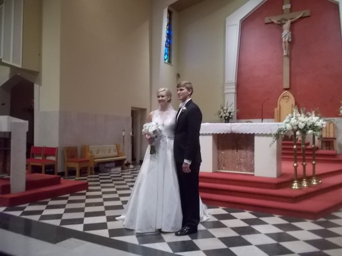 061116 (8) Bride and groom