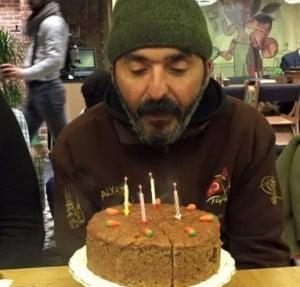 Kağıt toplayıcısına doğum günü sürprizi