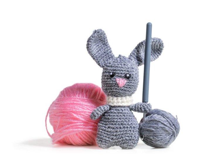 Bebeğiniz için en tatlı oyuncak yün örgü tavşan Amigurumi yapımı