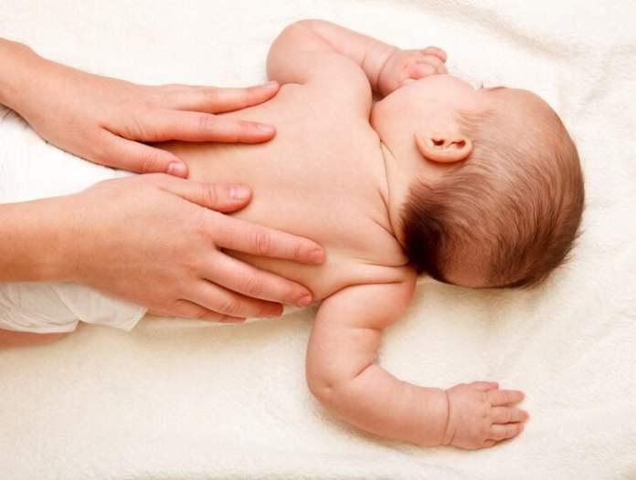 Bebeğe yapılan masaj anne bebek iletişimini güçlendiriyor