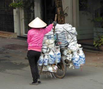 Mobiler Porzellanladen in Hanoi
