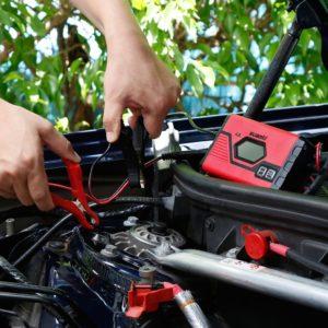 Comparer démarreur et chargeur de batterie pour voiture