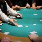 Ecole des croupiers : connaître les jetons de poker et calcul de gestion