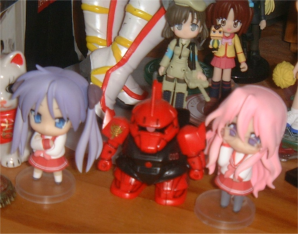 My SD Gelgoog with his Lucky Star Bi-yatches
