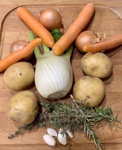 Fenchel, Möhre, Kartoffel und Kräuter