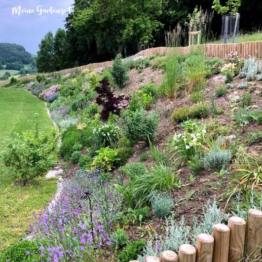 12 tel Blick aus dem Garten im Mai