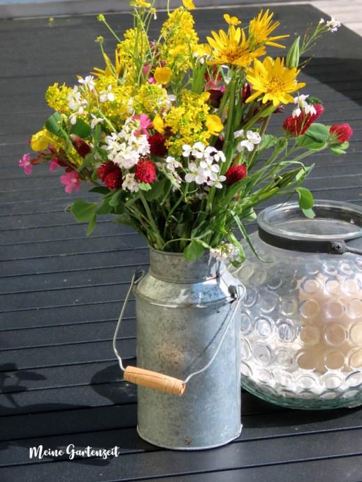 Frühlingsstrauss aus Wiesenblumen