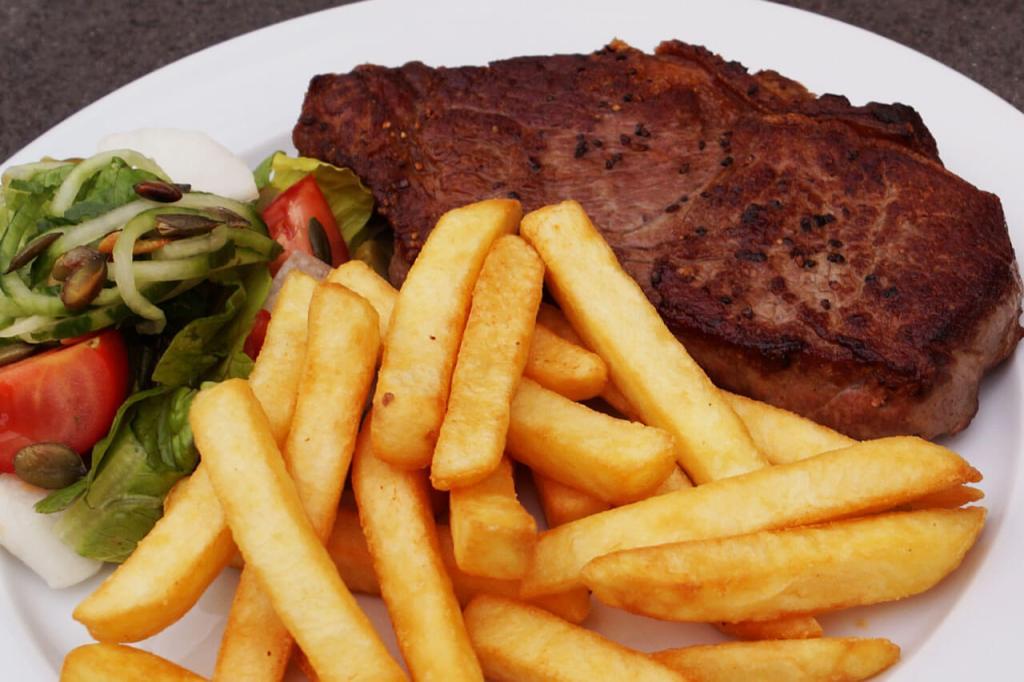 Restaurant i Grenå, A la carte hver torsdag, fredag og lørdag Køkken åbent mellem kl. 18.00–21.00 Mad ud af huset, Steaks, Take Away, Dinner Transportable og Brunch