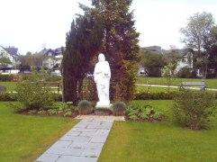 Parkanlage ums Seniorenheim