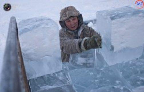 Дом изо льда