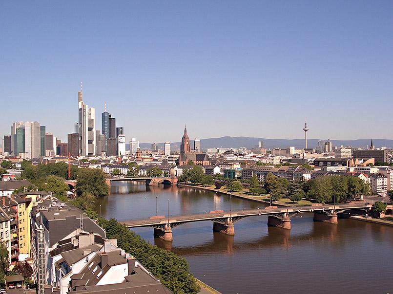 Skyline von Frankfurt mit Main
