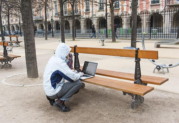 Alternative zu Co-working: In vielen Pariser Parks gibt es kostenloses WLAN.