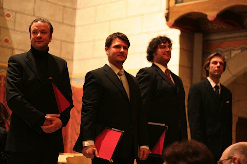 Foto: Gesangs-Solisten von links: Steffen Wolf; (Evangelist) Tenor, Götz Phillip Körner; (Petrus) Tenor,  Jean-Sébastien Stengel; (Judas) Altus,  Michael Humann; (Kaiphas) Bass.