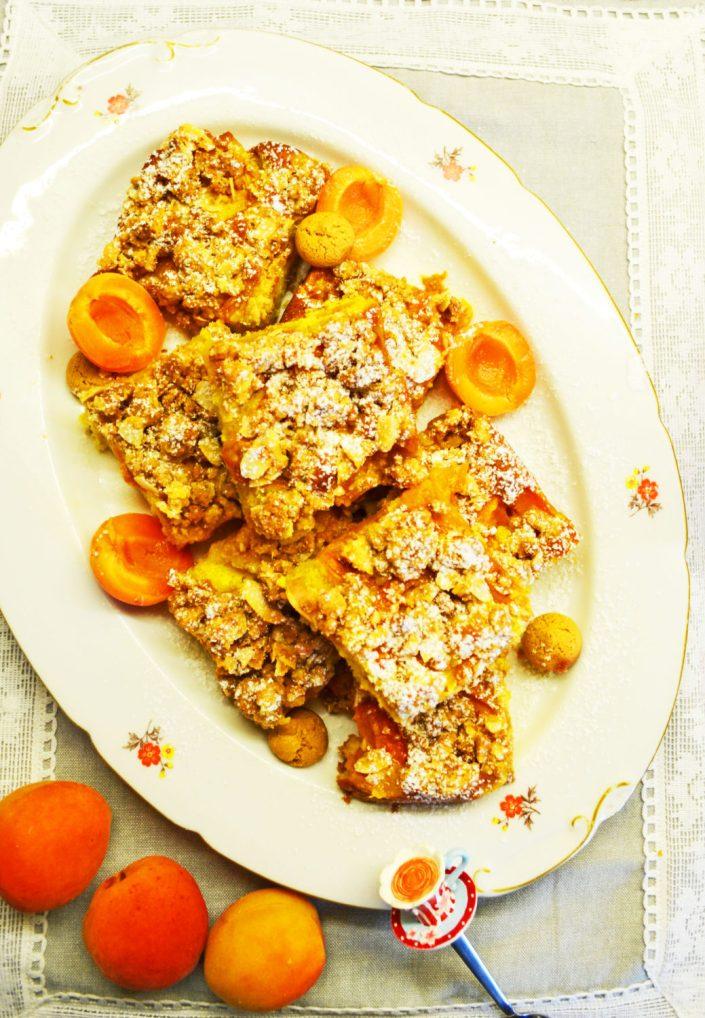 Goldstücke zum Vernaschen! Safran-Marillenkuchen mit Amarettini-Streuseln