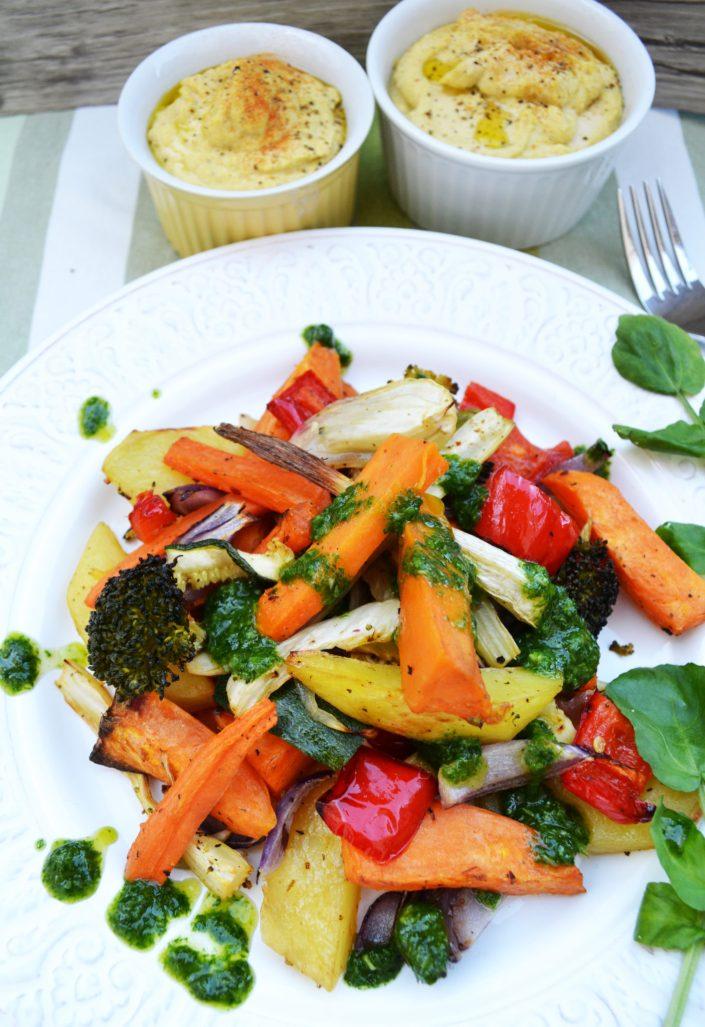 Bunter Genuss! Ofengemüse mit Brunnenkresse-Pesto und Kichererbsen-Dip