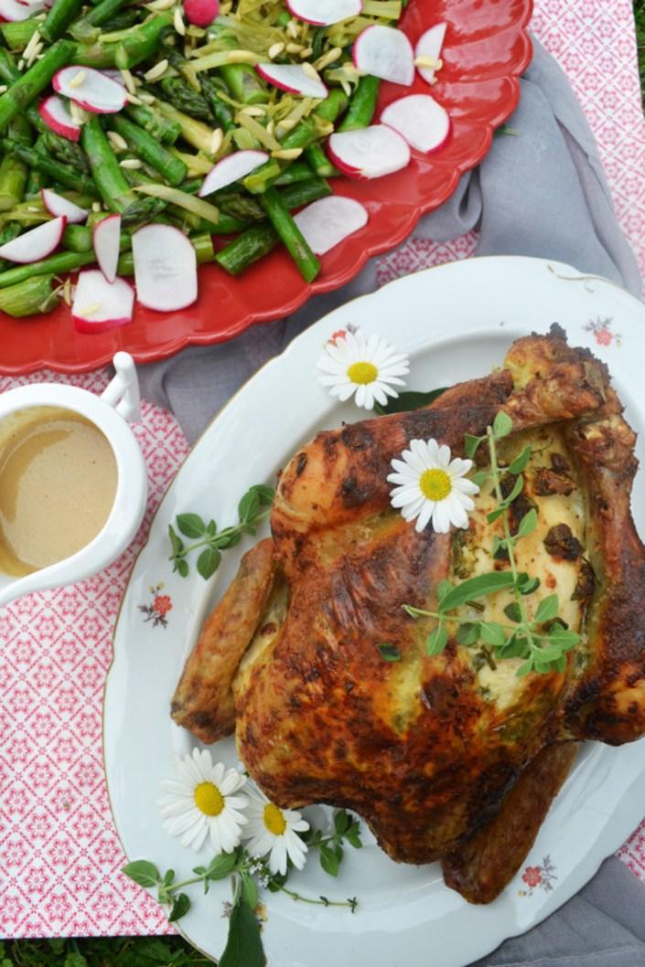 Herrliches Sonntagsessen! Gefülltes Kräuter-Hühnchen mit gebratenem Spargel