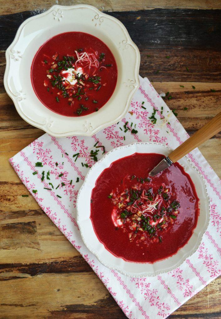 So eine tolle Knolle! Rote-Rüben-Suppe mit Kren und Pekannüssen