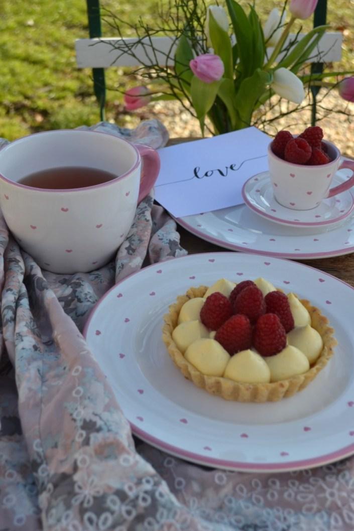 LOVE IS IN THE AIR! Zarte Mandel-Tartelettes mit Mascarponecreme und Himbeeren zum Valentinstag