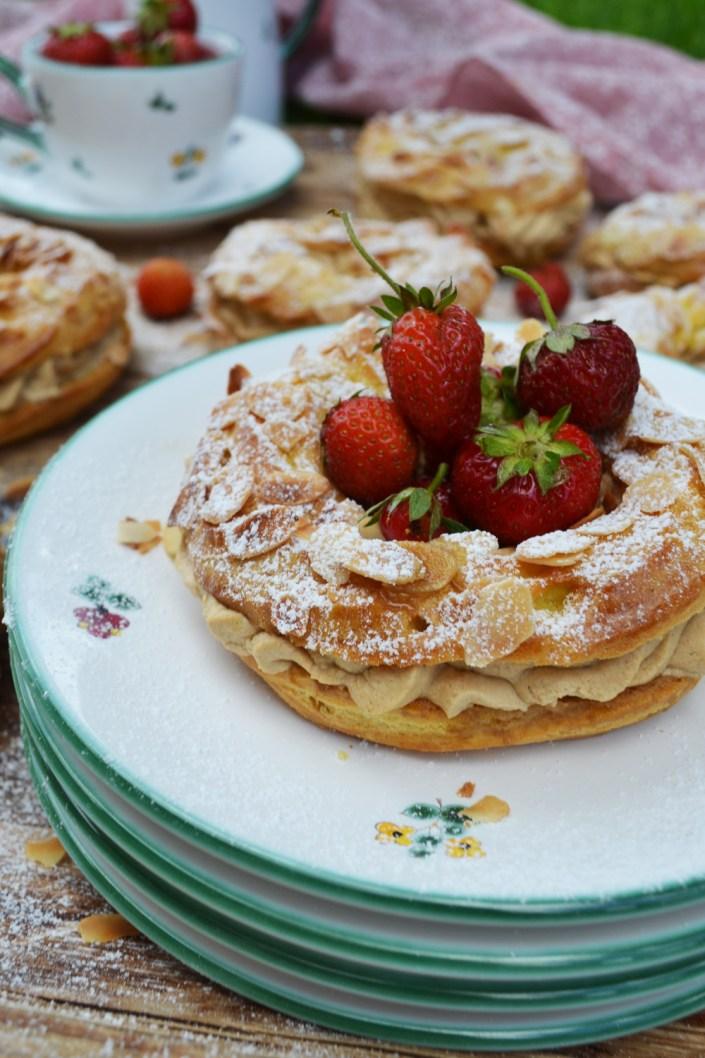 Süße, runde Liebelei! Paris-Brest mit Kaffeecreme und Erdbeeren