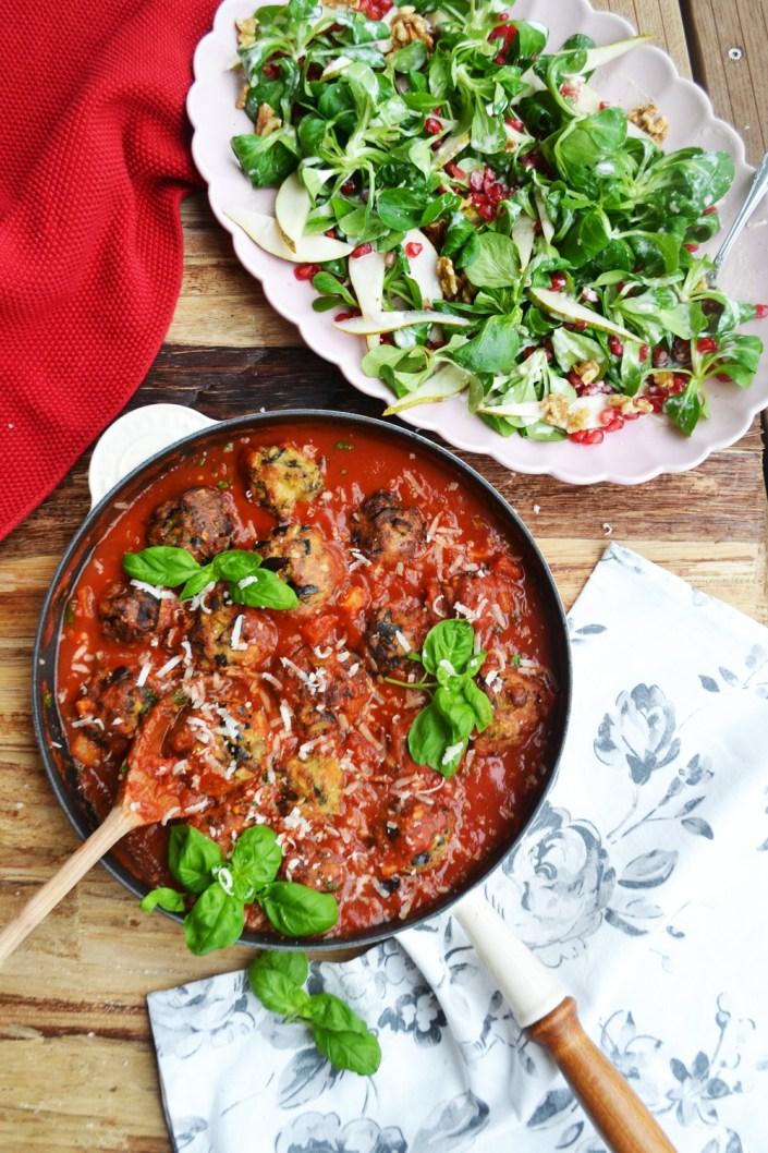 Sternstunden für Veggies! Auberginen-Mozzarella-Polpette mit Wintersalat und Tahindressing