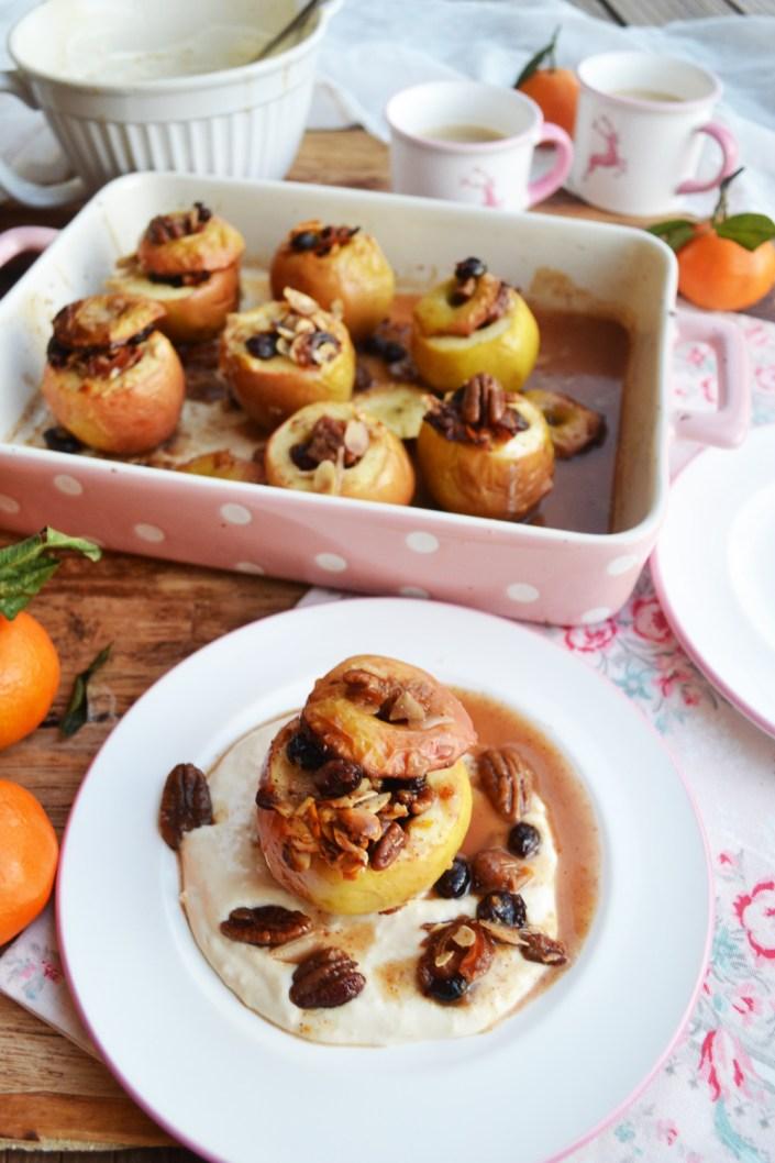 Aromatische Ofenschätzchen! Bratäpfel mit Dattel-Nuss-Füllung und Kokoscreme