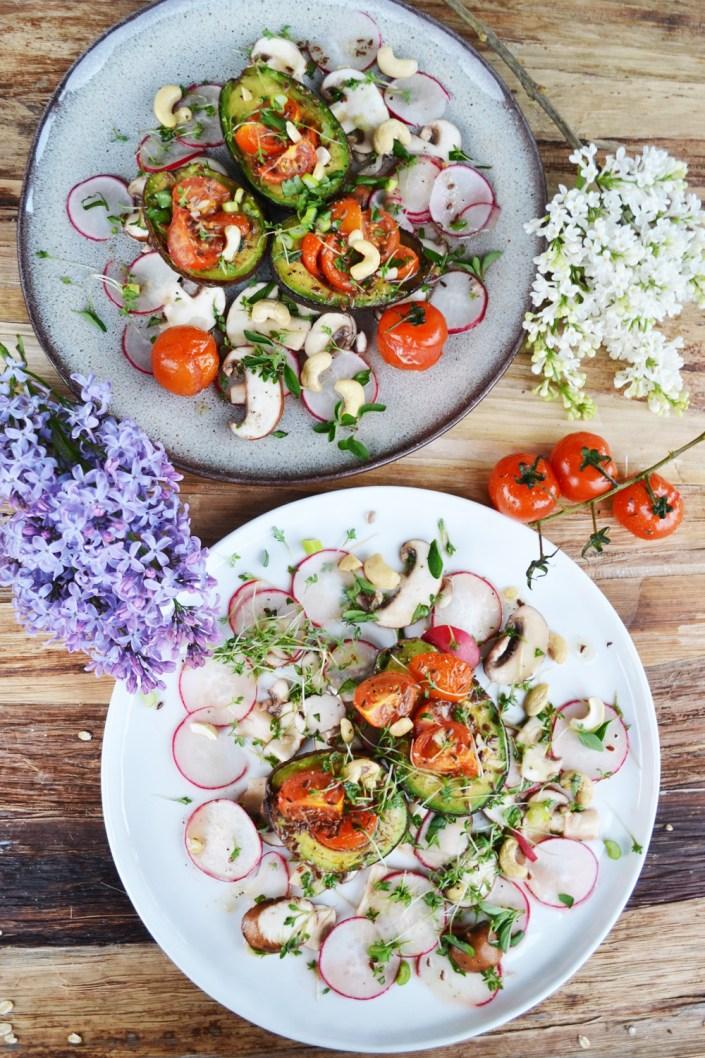 Never Ending Love Story! Gebackene Tomaten-Avocados mit Radieschen-Champignon-Salat