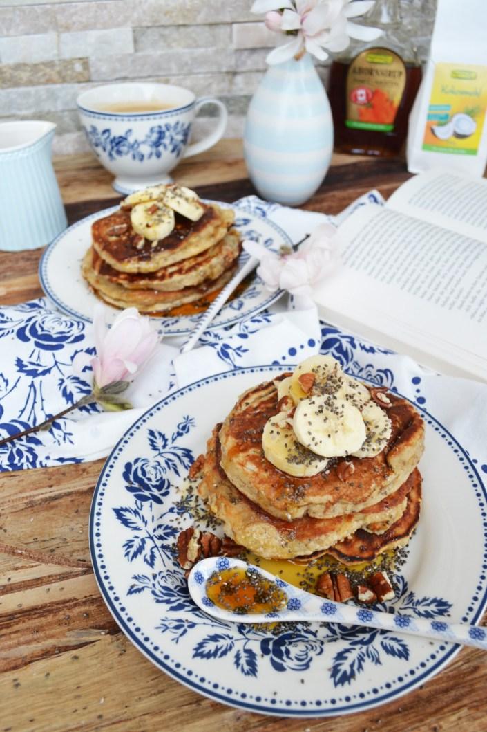 Gesundes Frühstückchen mit ediths! Bananen-Kokos-Pancakes mit Ahornsirup