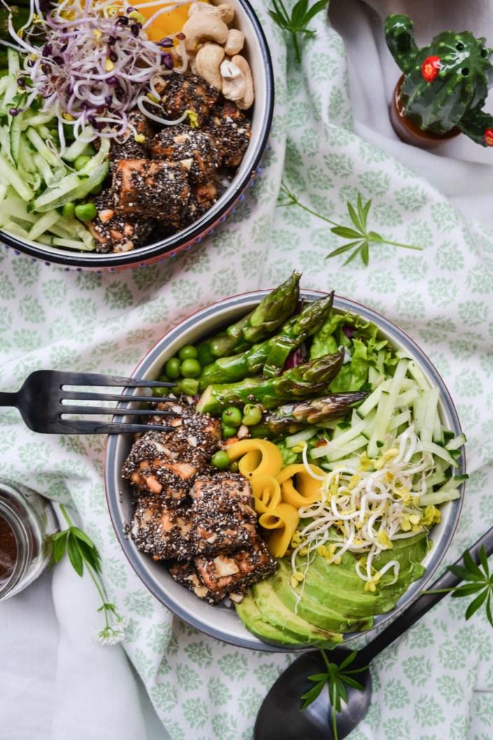 EAT THE SUNSHINE! Wir sagen ALOHA zu meiner Frühlings - Poke Bowl mit gebackenem Chia-Tofu, Spargel und Mango