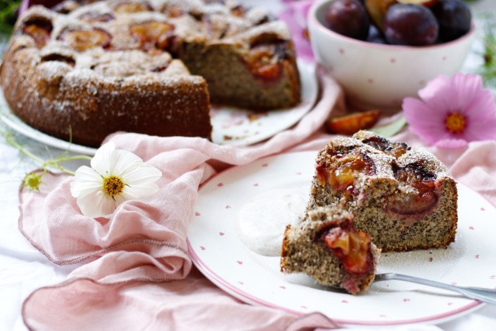 ERWÄRMT JEDES (KUCHEN)HERZ! Flaumigster Zwetschken-Mohnkuchen mit leichter Vanille-Zimt-Creme