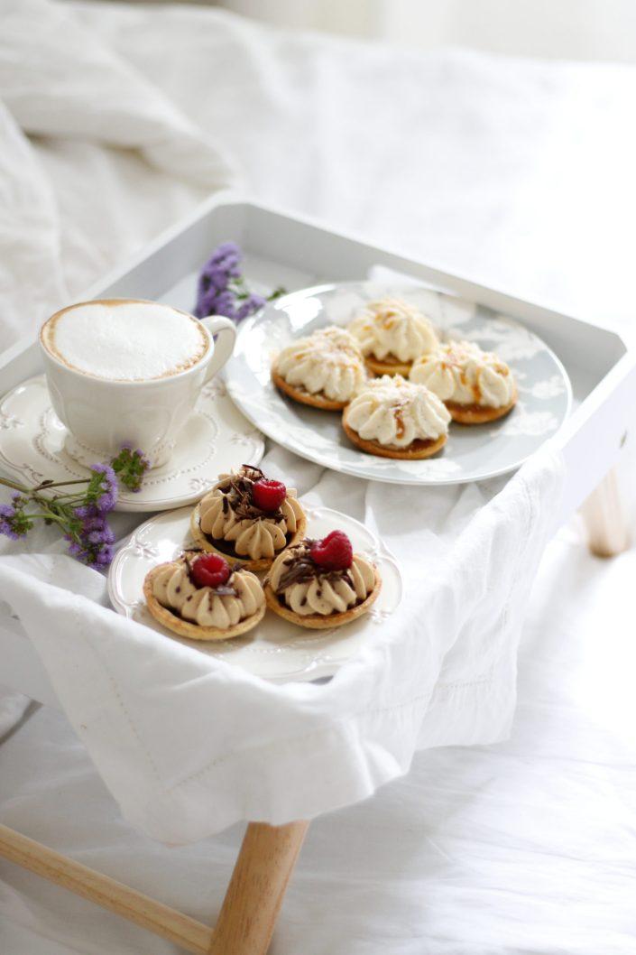 HIMMLISCHE TÖRTCHEN FÜR EINEN KUSCHLIG SÜSSEN SONNTAG! Banane-Karamell-Kokos & Kaffee-Schokolade-Tartelettes