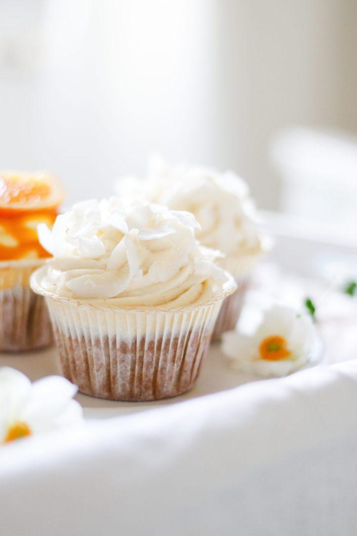 SÜSSE CUPCAKE LIEBELEI ZUM NACHBACKEN! Joghurt-Orangen-Kuchen mit Kokos & Mangocreme