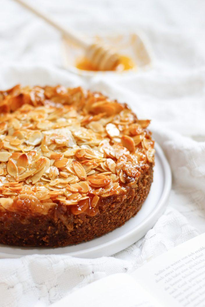 OH HONEY HONEY!Cremiger Ricotta-Vanille-Cheesecake mit Mandel-Honigkaramell-Kruste