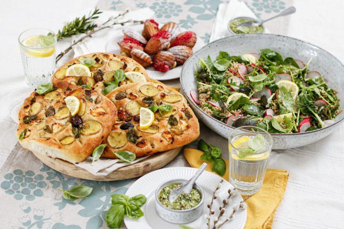 FAMILIEN FRÜHLINGSBRUNCH! Kartoffel-Focaccia mit Radieschengrün-Pesto,Grüner Couscous-Salat & Zitronen-Madeleines