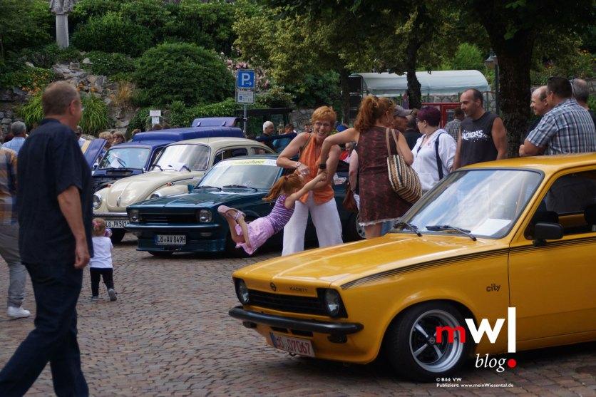 Die Oldtimerfreunde stellten interessante Fahrzeuge aus.