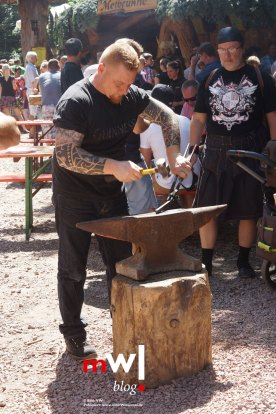 keule-hoch-germanenfest-in-mambach-05