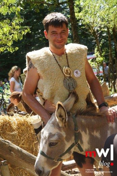 keule-hoch-germanenfest-in-mambach-09