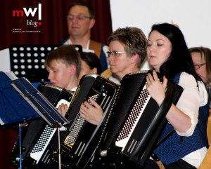 maerchenhaftes-jahreskonzert-des-harmonika-orchesters-endenburg-sallneck-01