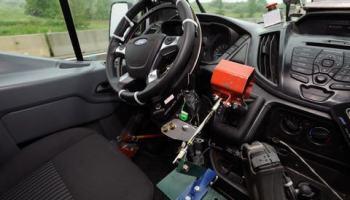 Isto fica feliz em ser útil: Ford está usando robôs para testes de resistência em novos veículos