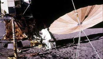 Transformar a Lua em um detector gigante de raios cósmicos? WHY NOT?