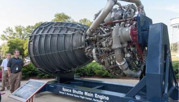 NASA testa o maior foguete auxiliar já construído