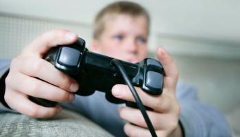 Tempo gasto jogando pode influenciar comportamento de crianças