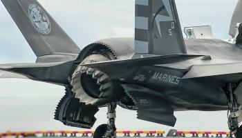 F-35 faz a primeira decolagem de rampa