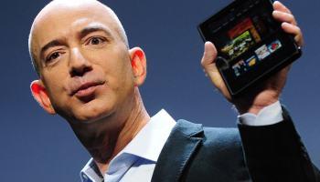 Jeff Bezos imita Elon Musk aparecendo em franquia de sucesso de Hollywood