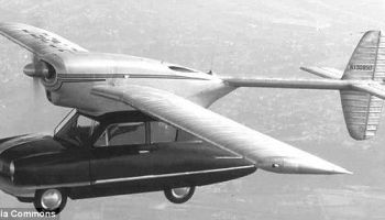 Não, não é, pode ser voador mas não é carro, não insistam.