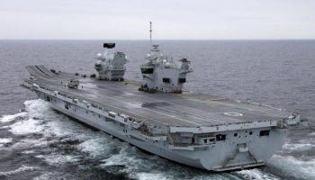 Inacreditável: sujeito pousou um drone sem ser detectado no mais avançado porta-aviões da Inglaterra